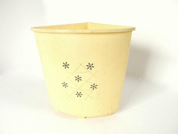 Vintage plastic corner wastebasket - Corner wastebasket ...
