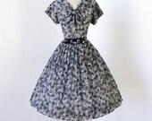 vintage 1950's dress ...fabulous LESLIE FAY ORIGINAL gray scale polkadots sailorette full skirt pin-up party dress w/ bow belt  m l