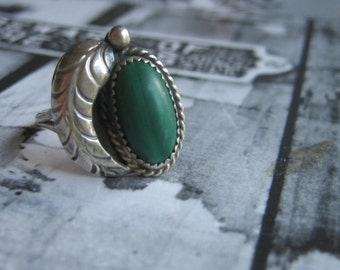 Vintage GREEN FEATHER MALACHITE .925 Sterling Silver Ring