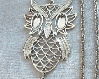 Vintage Necklace with Articulated Owl Pendant, Dangling Eyes, Silver Metal