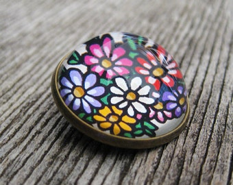 Posie Glass Brooch - Round bronze brooch with vintage daisies