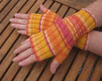 Fingerless Mittens / Gloves / Hand Warmers / Wrist Warmers. Hand Knit Wool. Val330.