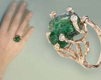 Unique Solid Gold  Woman Ring with Green Garnet and Diamonds.