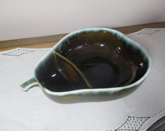 Divided Serving Bowl PEAR Pfaltzgraff Pottery USA Olive Green Drip Chip and Dip Holiday Entertaining