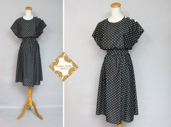 Vintage dress / black and white / polka dot / 1980s / belted dress / button shoulders / medium