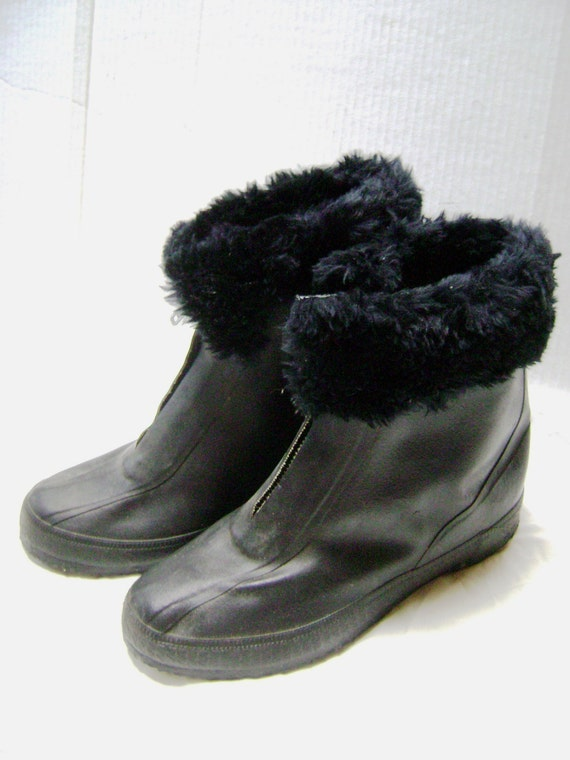 Vintage Granny Go Go Galoshes, black boots, rubber w/ faux fur trim, overshoes, Size Medium Woman, pull over flats, Indie hipster Mrs Santa