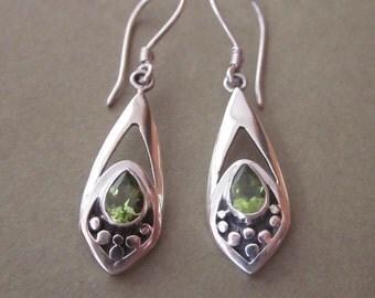 Balinese Sterling Silver Peridot Dangle Earrings / silver 925 / Bali handmade jewelry / 1.75 inch long  (#315K)