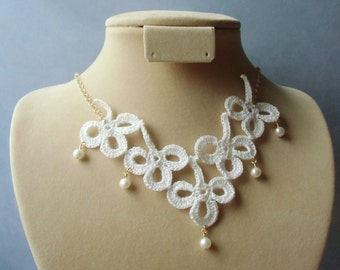 Five clovers, crochet necklace. Bridal jewelry, photo prop.