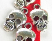 18 Small skull charms antique silver skull metal pendants steampunk jewelry making supply goth jewelry   17mm x 10mm B077