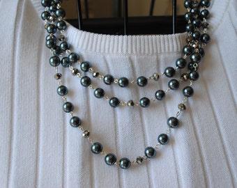 Dark grey pearl necklace