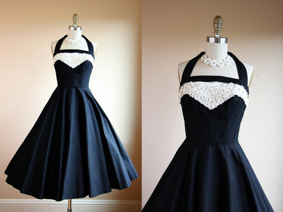 1950s Dress - Vintage 50s Dress - Black White Halter Daisy Rhinestones Circle Skirt Sundress S - Obsidian