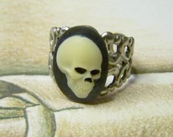 Skull Ring - Mr. Bones Adjustable Ring - Ivory Black Zombie Pirate Anatomical Skull - Adjustable Ring - Halloween