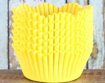 Yellow Petal Cupcake Liners, Scallop Cupcake Liners, Yellow Cupcake Wrappers, Yellow Cupcake Cases, Tulip Cupcake Liners, Easter (50)