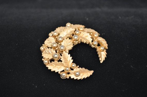 Signed CROWN TRIFARI Gold Tone Crescent Wreath Brooch