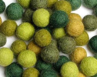 60 Hand-felted Wool Felt Balls 1CM Evergreen Handbehg Felts Fiber Crafts