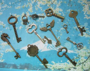 KEY COLLECTION--13 pieces assorted antiqued bronze/silver key pendant findings