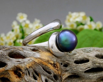 Kandra - pearl ring, silver ring, large pearl, black peacock, pearl jewelry, statement ring, for her, June birthday, gift, fashion, silver