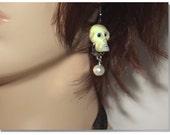Skull Earrings With A Beautiful Dangeling Faux Pearl