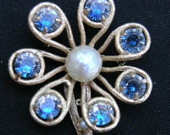 Vintage  Flower brooch  1960's unsigned