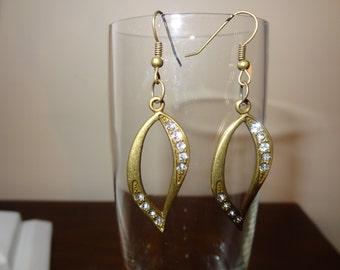 Tear Drop earrings, Brass color earrings, Rhinestone earrings, Metal earrngs, Pierced Earrings