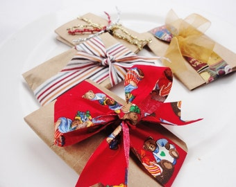 Gift Wrapping and  greeting card Holidays Theme Eco-Friendly with vintage ribbons