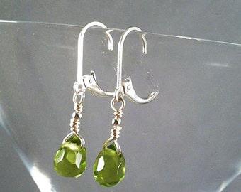 Green peridot earrings teardrop briolettes sterling silver simple