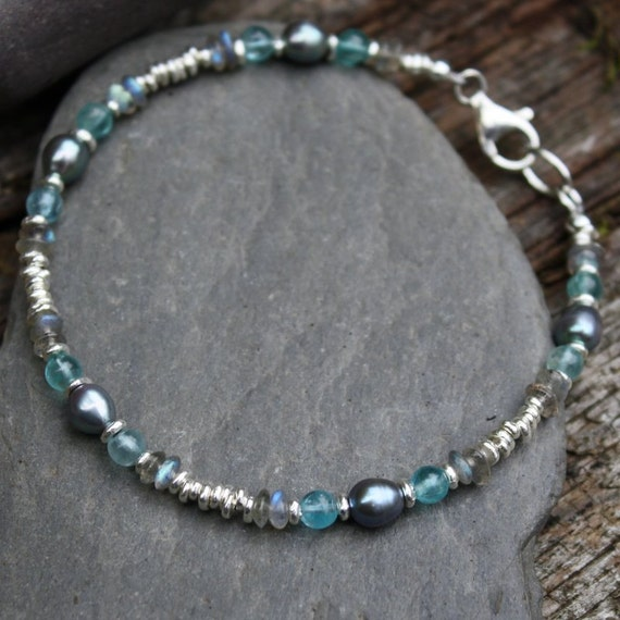 silver,apatite,labradorite and black pearl Moonlight bracelet.