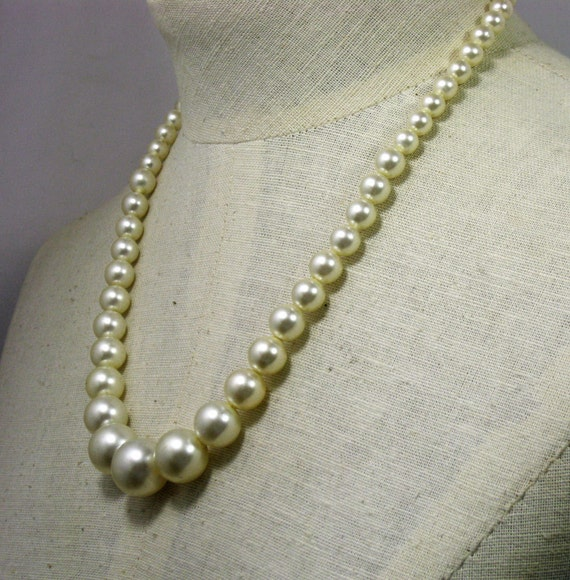22 inch graduated faux pearl necklace 1960s new stock