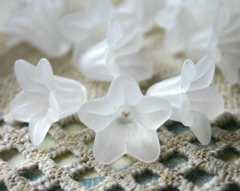 100pcs Trumpet Lily Frosted Lucite Flower Clear Beads Acrylic 17x12mm Iced For Lucite Flowers Earrings