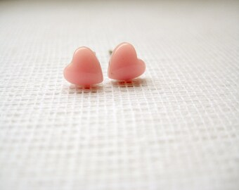 Tiny resin heart stud earrings - Heart Bonbon in Pink