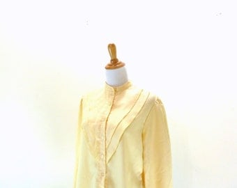 SALE Vintage Yellow Blouse / Pale Yellow Top / Button Up Shirt / Pleated Blouse / Long Sleeve Shirt L