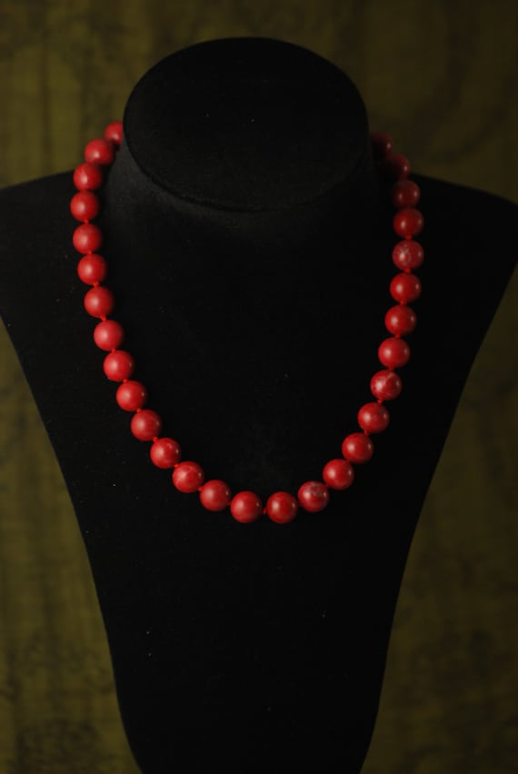 Reproduction Necklace from painting by Ghirlandaio - Hand knotted silk and red Howlite - Period accurate closure: ribbon