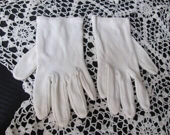 Vintage Ivory Cotton Ladies Wrist Gloves (J8A)