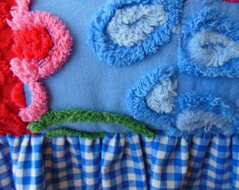 Beautiful Vintage CHENILLE Pillow * Country Cottage Decor * Log Cabin * Ruffled Pillow * Red, White & Blue * Chenille Flowers * Summer