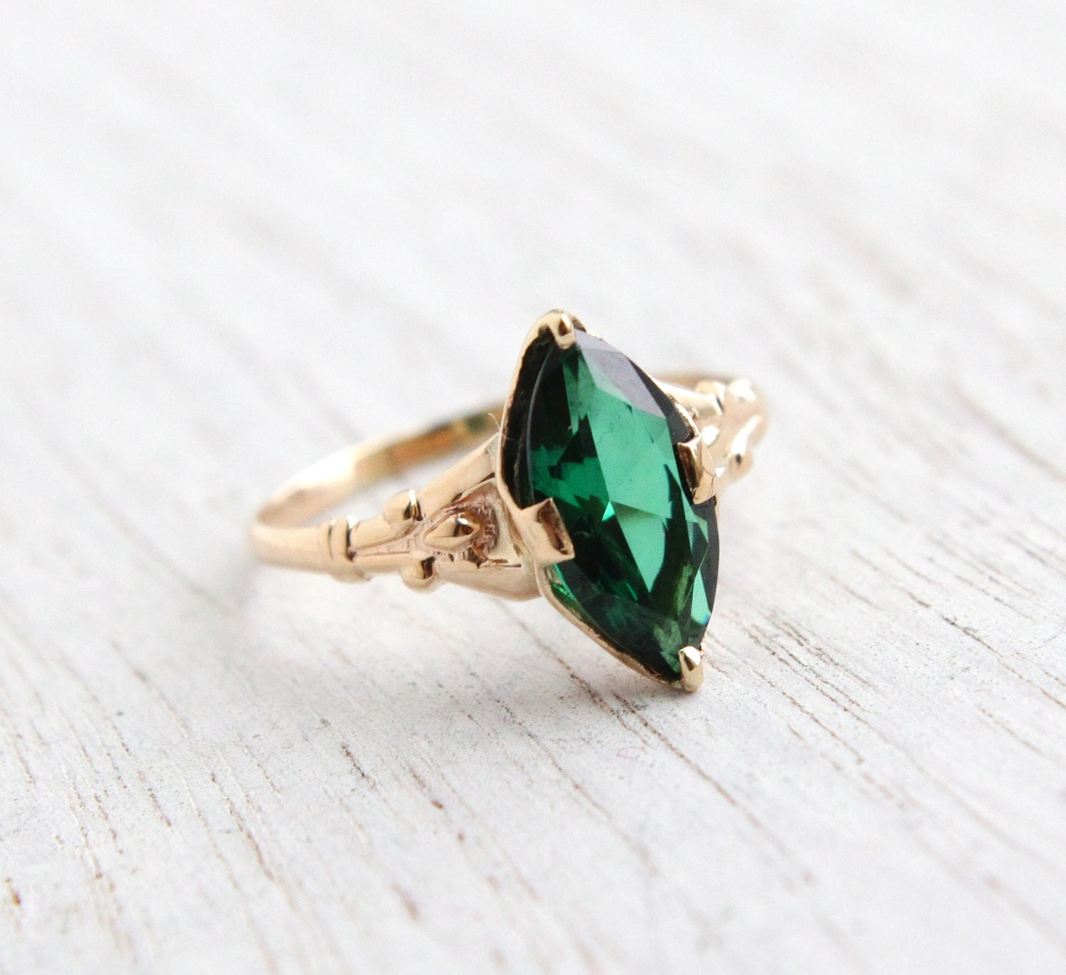 Antique 10k Yellow Gold Emerald Green Stone Ring Vintage
