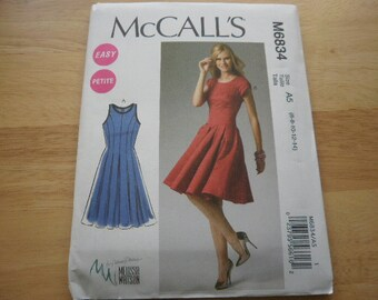 Pattern Ladies Dress 2 Styles Sizes 6 to 14 McCalls 6834