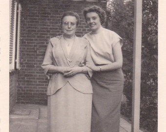 Vintage Photo - Two Ladies - Vintage Photograph, Vernacular Photo, Ephemera  (HHH)
