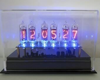 "Six Digit Nixie Tube Clock the ""Nixie Chiaro Caso Orologio With GPS"""