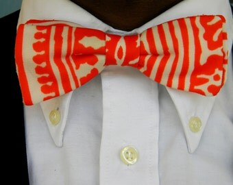 Vintage 60s Funky Handmade Clip On BOW TIE in Psychedelic Orange and White Print - Mens or Womens. UNISEX. Neckwear. Necktie. Formal Attire