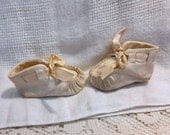 Kid LEATHER BABY MOCS Soft White Moccasins, Satin Ribbons & Lining, Vintage 1950s Ideal, Hand Sewn Sz 1 Newborn, 1st Pair Doll Accessory