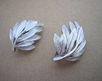 Vintage Crown TRiFARI Silver Tone Leaf Earrings, Clip ons