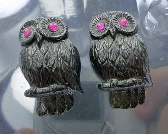 ToURMALINE. OWL. Hand Carved. Natural. Detailed. Super High Quality Carving. LarGE. Ruby eYes. Black. 1 pc. 50.55 cts. 20x32x9 mm (Tm533a)