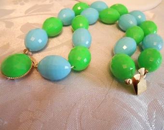 Vintage bracelet, retro 1960s bracelet, green and blue bracelet, faceted plastic bracelet, 7 & 1/2 inch bracelet, vintage jewelry, jewellery