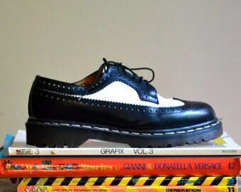 Vintage Dr Martens Shoes Black and White Leather Oxfords // Black and White Doc Martens Brouge Shoes US Size 8 9, 7UK