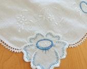 Embroidered Dresser Scarf / Vintage Linens / Table Runner / Housewares / Home Decor