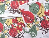 Atomic fruit. Vtg linen midcentury kitchen towel / fruit bowl butterflies / wire basket / foodie chef gift / unused / excellent condition