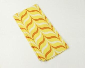 Martex Towel - Mid Century Vintage Geometric Graphics - MCM Mod Chevrons in Yellow White Tan - Bracket Design - Dry Me Dry - MWT Mint w/Tag