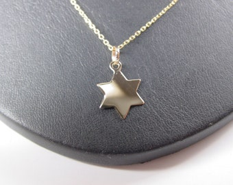 "star ,  solid  10k gold  whith 16"" gold filled   chain -"