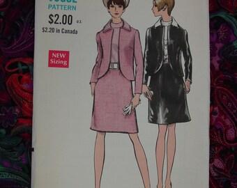 Vintage Pattern c.1960's Vogue No.7532 Suit and Blouse Size 16 Uncut