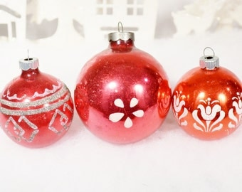Red Christmas Ornaments Vintage Shiny Brite White Stenciled Glitter Flowers Stripes Set of 3 Three 1950's